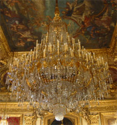 Napoleon apartments - Painted ceiling and chandelier